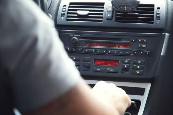 האזנה לרדיו