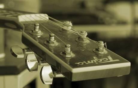איך מכוונים גיטרה?