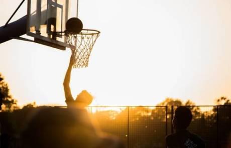 איך נרשמים למחנה כדורסל בארצות הברית