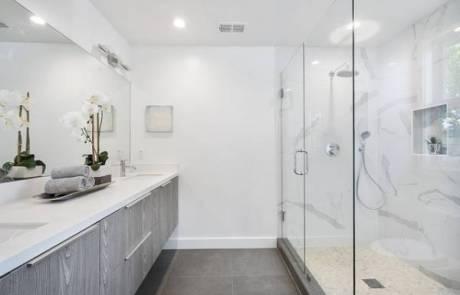 ארונות אמבטיה תלויים – יתרונות וחסרונות