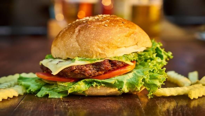 מטחנות בשר ללא קירור – מה ההבדל בינה לבין מטחנת בשר עם קירור?
