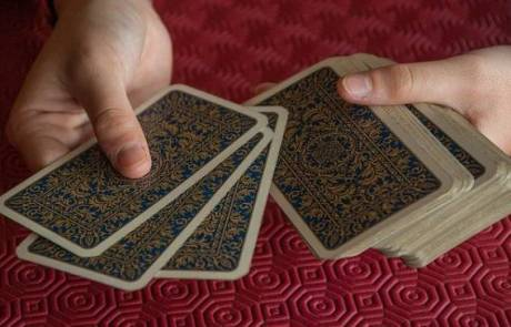 להתפתח באמצעות קלפים