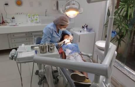 רופאת שיניים לילדים – לבחור בקופת חולים או בעצמאית?