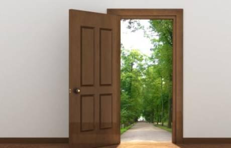 אילו סוגי מעצורים לדלת קיימים ואיך תבחרו