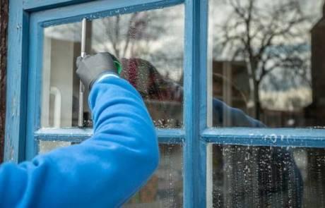 למה כדאי להזמין חברה מקצועית לניקוי חלונות בבית