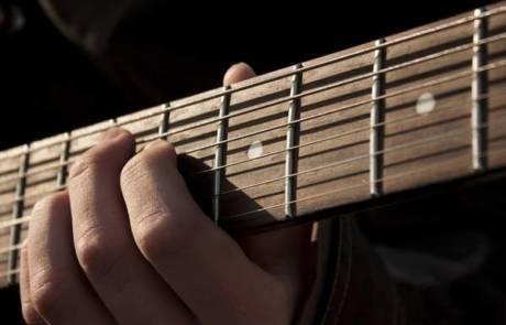 נגן גיטרה לחתונה