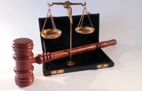 איך בוחרים עורך דין פלילי