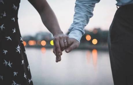 טבעת אירוסין לא בוחרים על רגל אחת